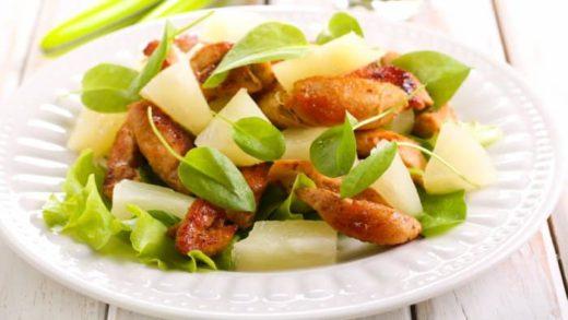 Prepara esta ensalada de pollo y piña