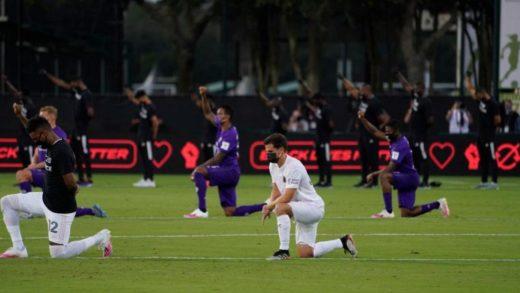 Jugadores negros de la Liga Profesional de Fútbol piden cambios sociales antes del inicio del Torneo Regreso