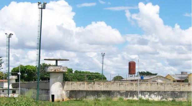 Niña en cárcel de Bolívar