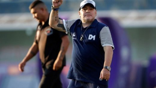 Maradona permanecerá aislado por tener contacto con sospechoso de coronavirus