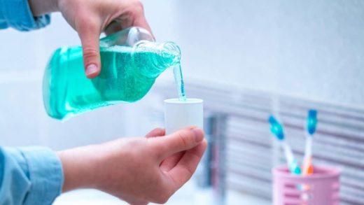 Estudio revela que el enjuague bucal puede reducir la carga viral del coronavirus