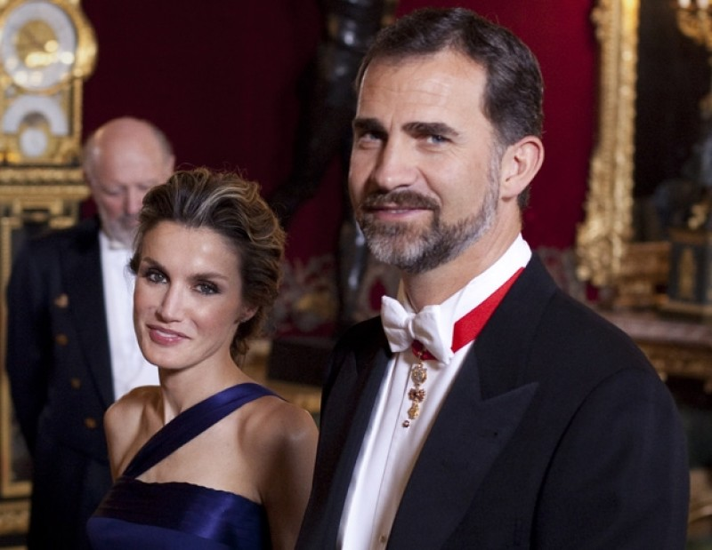 Rey de España da negativo por Covid-19 en un test PCR pero continuará aislado