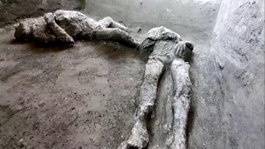 Hallaron dos cuerpos casi intactos que murieron por la erupción del Vesubio (+Fotos)