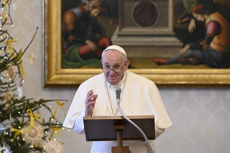 Papa Francisco recibe primera dosis de vacuna de Pfizer contra coronavirus
