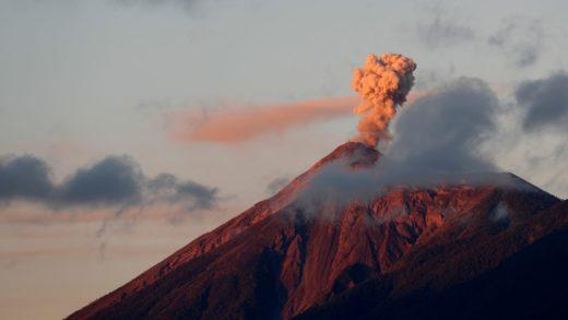 Declaran en erupción el volcán de Fuego de Guatemala