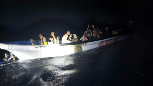 Bote con 14 venezolanos indocumentados fue interceptado en aguas de Aruba