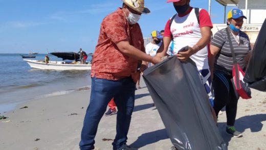 Ejecutan Saneamiento Ambiental en playas del municipio Mariño
