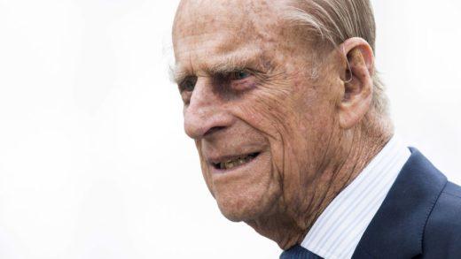 Príncipe Felipe recibe alta médica tras 28 días ingresado