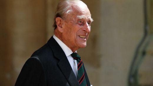 Príncipe Felipe es trasladado de hospital para ser sometido a exámenes cardíaco