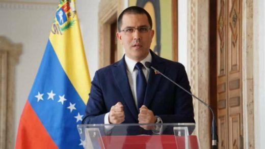 Arreaza rechazó preocupación de Colombia por desplazamiento de venezolanos en Apure