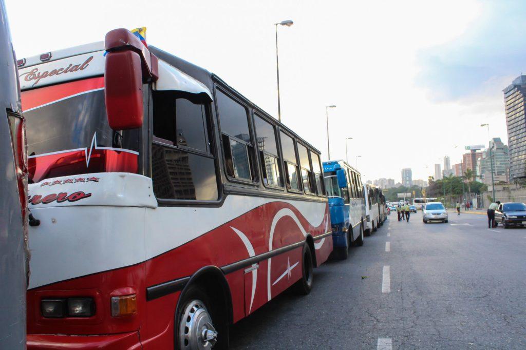 Transportistas insulares solo aceptarán Bs como pago a partir del #10Mar