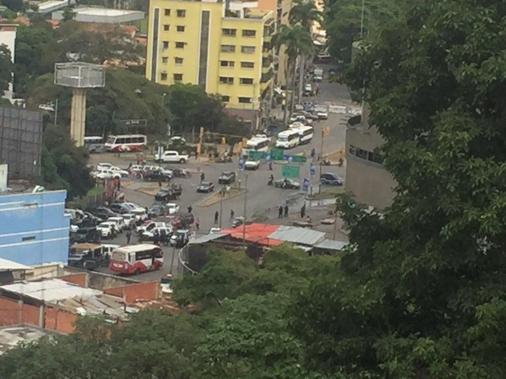 Reportan enfrentamiento de las Faes contra banda delictiva en La Vega este #16Abr