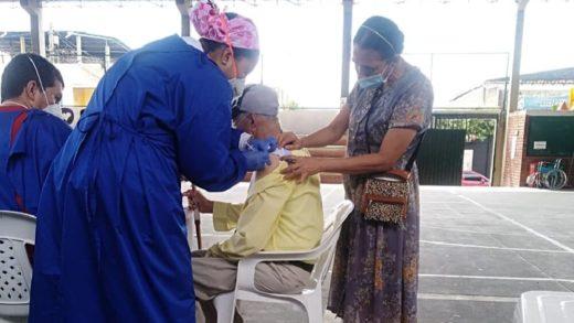 Venezolanos con doble nacionalidad se vacunaron en Colombia este fin de semana