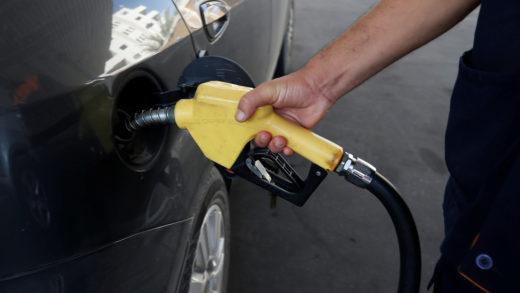 Usuarios denuncian que llegan a tardar hasta cuatro días para comprar gasolina en Zulia