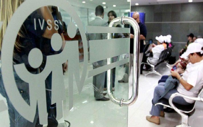 Denuncian que personal de salud y adultos mayores fueron desalojados del IVSS en La Guaira