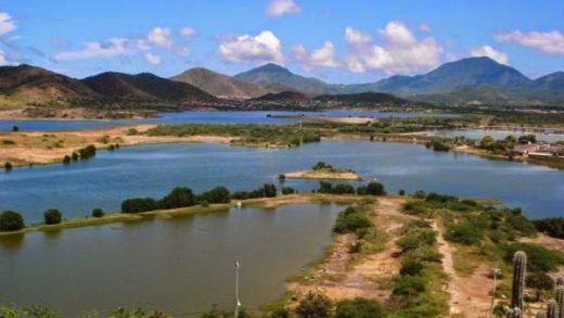 Descarga de aguas negras amenaza la vida de Laguna de Los Mártires
