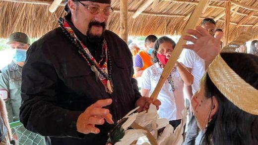 Steven Seagal visitó el Parque Nacional Canaima bajo el auspicio del chavismo
