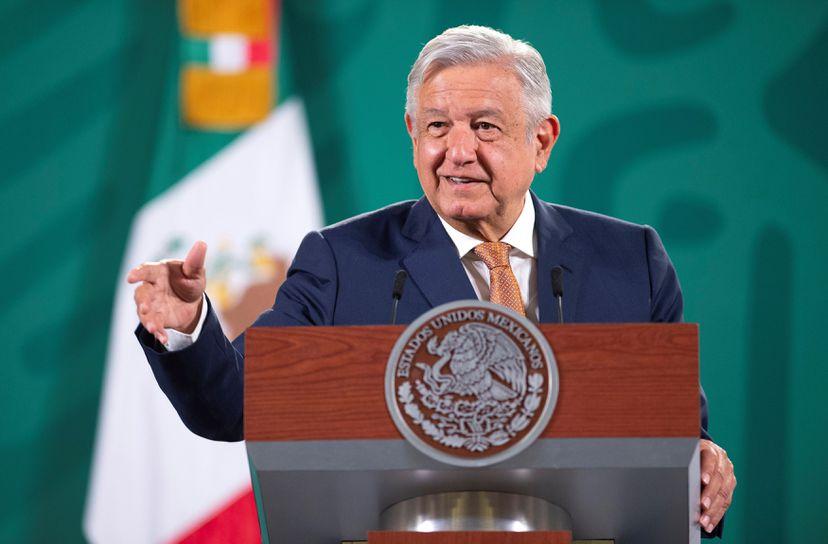 López Obrador anuncia investigación del accidente de tren en Ciudad de México