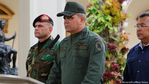 Guerrilleros piden a Padrino López cesar el fuego en Apure a cambio de entregar a militares secuestrados