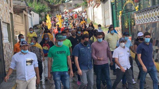 Vecinos de Petare exigen vacunas contra el covid-19 para todos los venezolanos