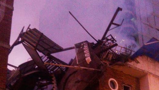 Incendio provocó la pérdida de 14 apartamentos de edificio en Maripérez