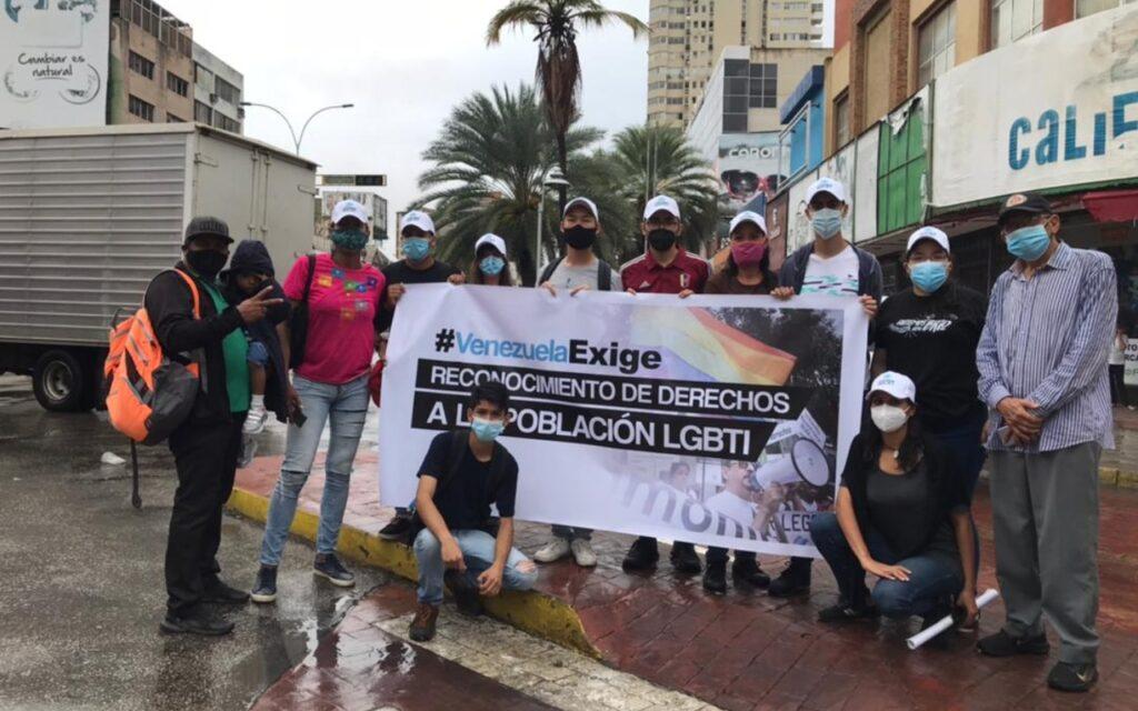 Juventud insular desarrollan pancartazo a favor de los derechos LGBTIQ+
