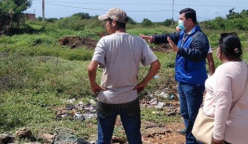 El Chino González logra apoyo para la limpieza de terreno en Coconut