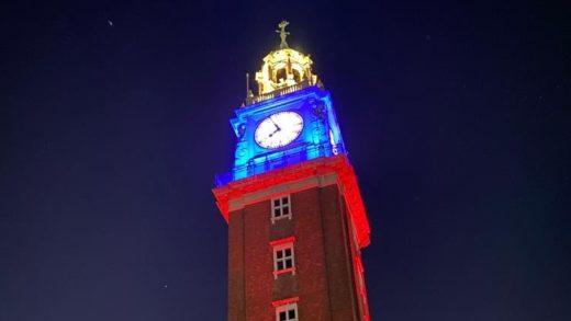 Monumentos se iluminan con el tricolor nacional para conmemorar el Día de la Independencia