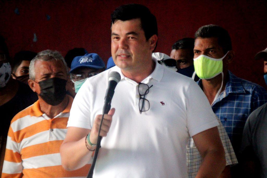José Antonio González recorrió sectores más afectados de Porlamar