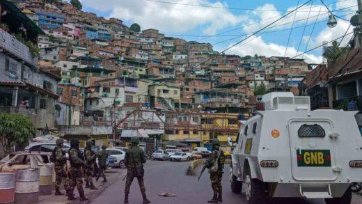 Delincuentes de La Vega desalojan a los vecinos que tienen contactos con la policía