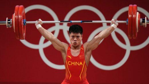 Levantador de pesas chino ganó la medalla de oro en Tokyo 2020