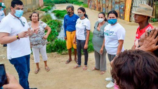 """""""Chino"""" González llama a autoridades a solucionar desbordamiento de aguas negras en La Isleta II"""