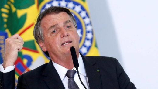 Bolsonaro fue ingresado en un hospital militar de Brasilia por dolores abdominales