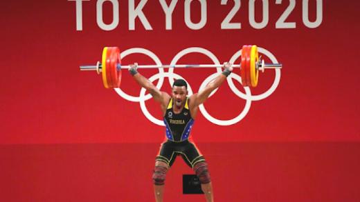 Venezolano Julio Mayora gana medalla de plata en halterofilia en Tokio 2020