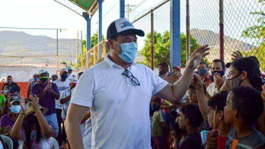 """""""Chino"""" González inscribe su candidatura a la Alcaldía de Mariño"""