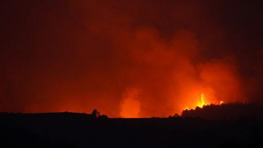 Italia prosigue su lucha contra los incendios en zonas del centro y sur del país