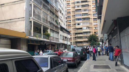Al menos 70 familias fueron desalojadas de edificio en Chacao por una presunta fuga masiva de gas