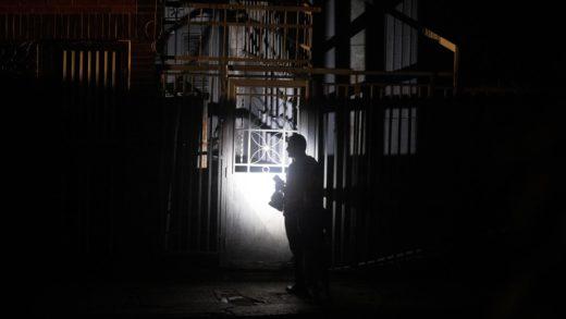 Neoespartanos protestan tras pasar más de 20 horas sin luz este #4Ago