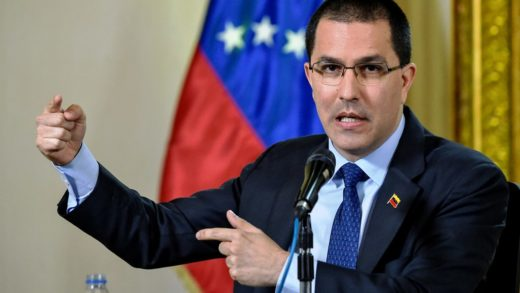 """Arreaza aseguró que Iván Duque es responsable de """"los peores crímenes de lesa humanidad"""""""