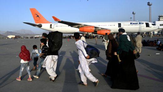 EEUU denunció que impiden el acceso al aeropuerto de Kabul a los afganos que quieren huir del país