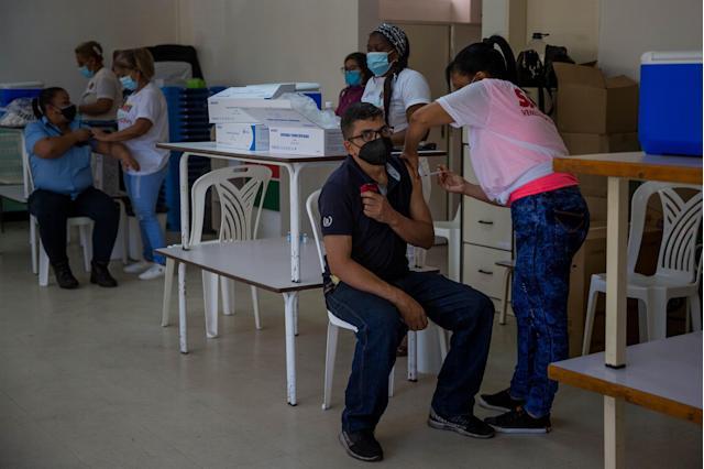 Activan 39 puntos especiales de vacunación en universidades del país