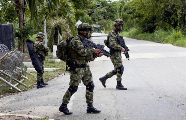 Colombia envía 300 militares a frontera con Venezuela tras muerte de cinco soldados