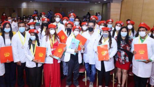 38 neoespartanos recibieron título de Médico Integral Comunitario