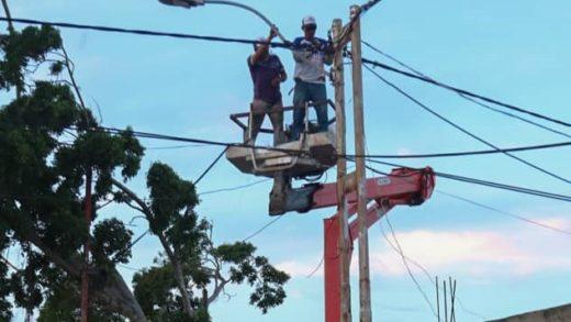 Plan La Isla Brilla instaló doce luminarias en Los Delfines