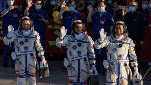 Astronautas chinos regresaron a la Tierra tras una estancia récord de 90 meses