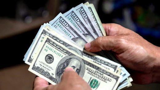 Expertos aseguran que el dólar paralelo pegará un salto a finales de este 2021