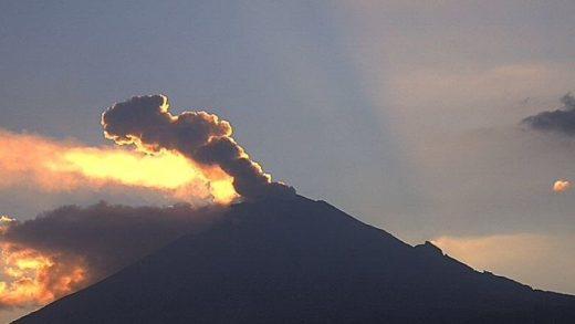 Declaran alerta amarilla en México por explosión en el volcán Popocatépetl
