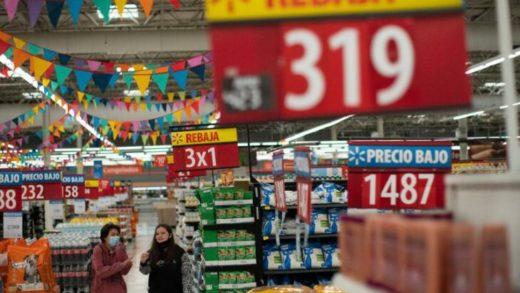 Argentina congela precios de los alimentos por tres meses para detener la inflación