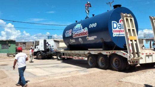 Instalan dos tanques comunitarios en la isla de Coche