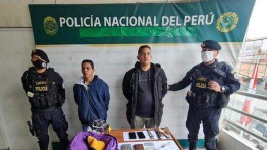 Dos venezolanos fueron detenidos cuando manipulaban cajeros automáticos en Perú